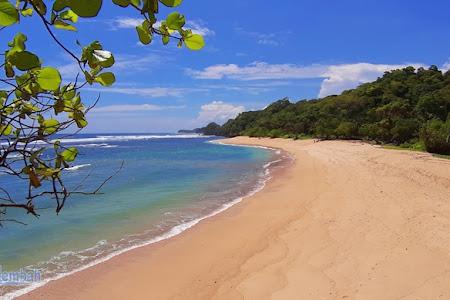 Eksotisme Pantai Ngliyep Malang, Pantai Cantik dengan Mitos dan Budaya