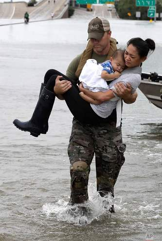 #HurricaneHarvey: Photo of mother and baby's rescue becomes symbol of storm