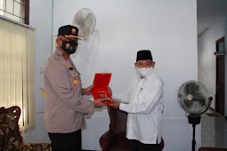 Refdi Andri Silahturahmi ke Abdullah Latuapo dan Pengurus Majelis Ulama Indonesia Maluku