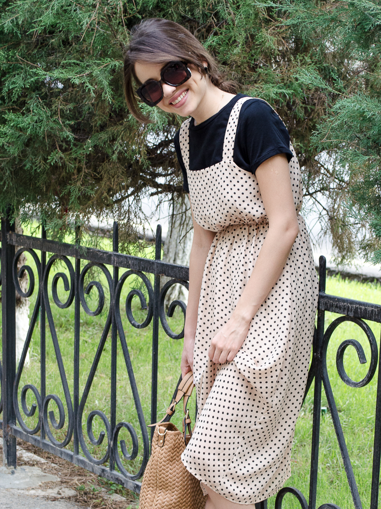 fashion-blogger-polka-dot-dress-socks-asos-bag