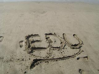 imagen huellas en la arena