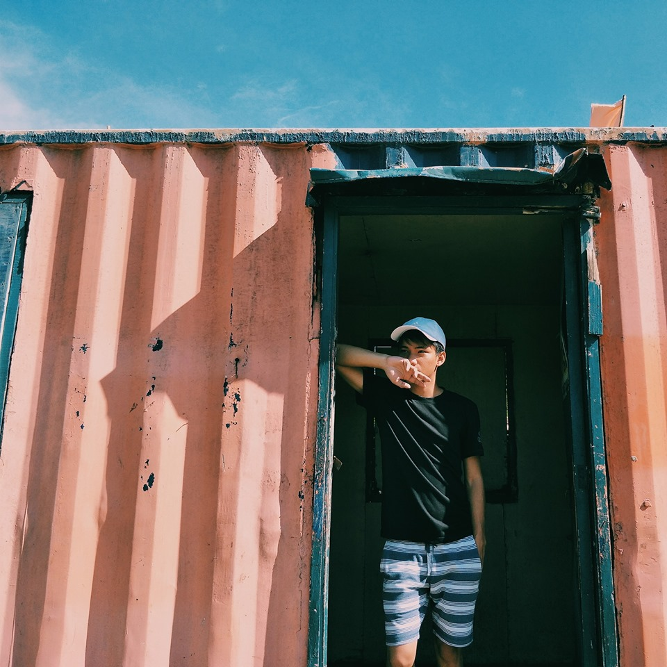Photos Guy Builds Beautiful Tiny Home Using A Container
