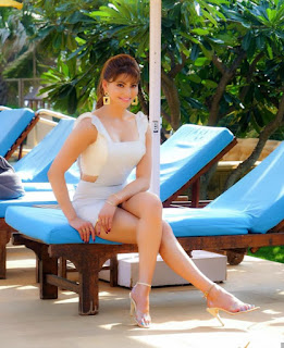 Uravashi Rautela hot images 2020