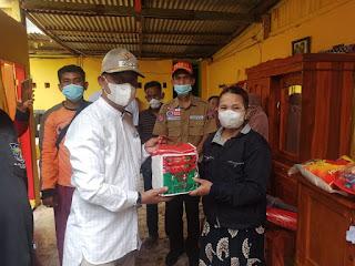 Turut Prihatin ,Wakil Bupati Barru Kunjungi Lokasi Angin Kencang dan Serahkan Bantuan di Desa Pancana
