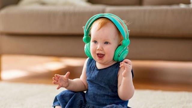 H μουσική στη βρεφική ηλικία σχετίζεται με βελτιωμένες γλωσσικές ικανότητες