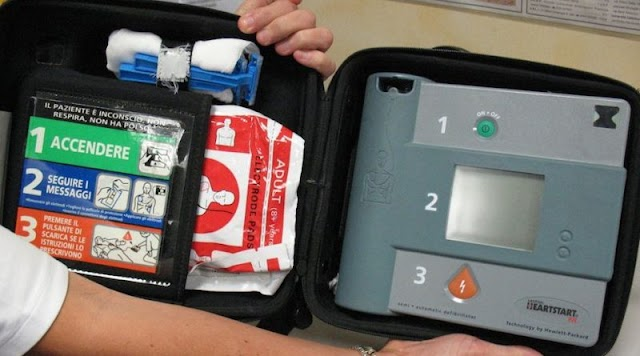 Defibrillatore a Siculiana Marina donato dalla farmacia Scaduto.