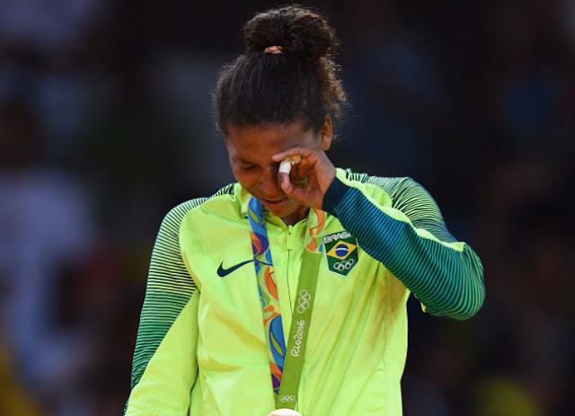 Las lágrimas de la judoca Rafaela Silva después de ganar la primera medalla de oro