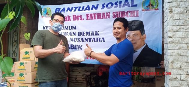 Fathan Subchi Berikan Sembako dan Uang Kepada Warga Demak di Jabodetabek