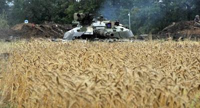 """""""Хлебное перемирие"""" на Донбассе началось с обстрелов"""