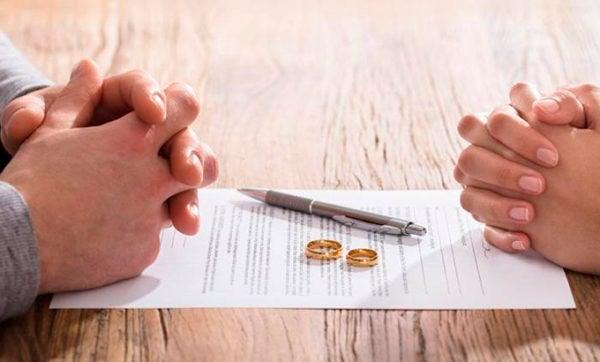 Quarentena teria causado número recorde de divórcios em cidade da China