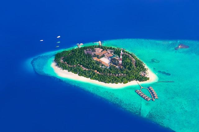 Тропический остров на Мальдивах