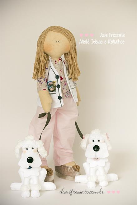 Boneca Artesanal de Tecido com Poodles de Feltro