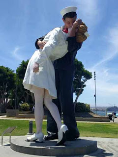 Unconditional Surrender statue San Diego