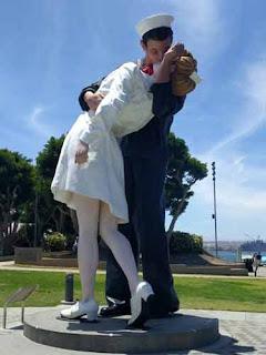 Unconditional Surrender statue San Diego