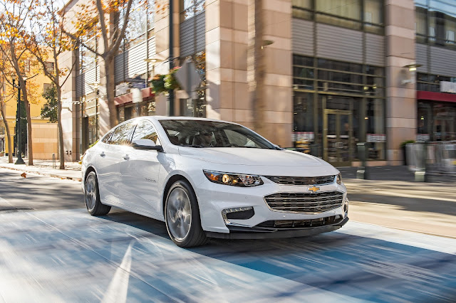 Front 3/4 view of 2016 Chevrolet Malibu