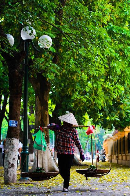 The beauty of street vendors in Hanoi 1