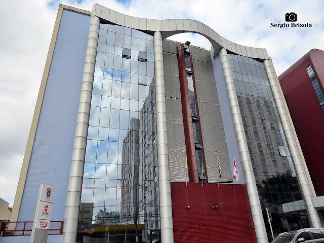 Vista ampla do Edifício PUC-SP - Unidade Vila Mariana - São Paulo