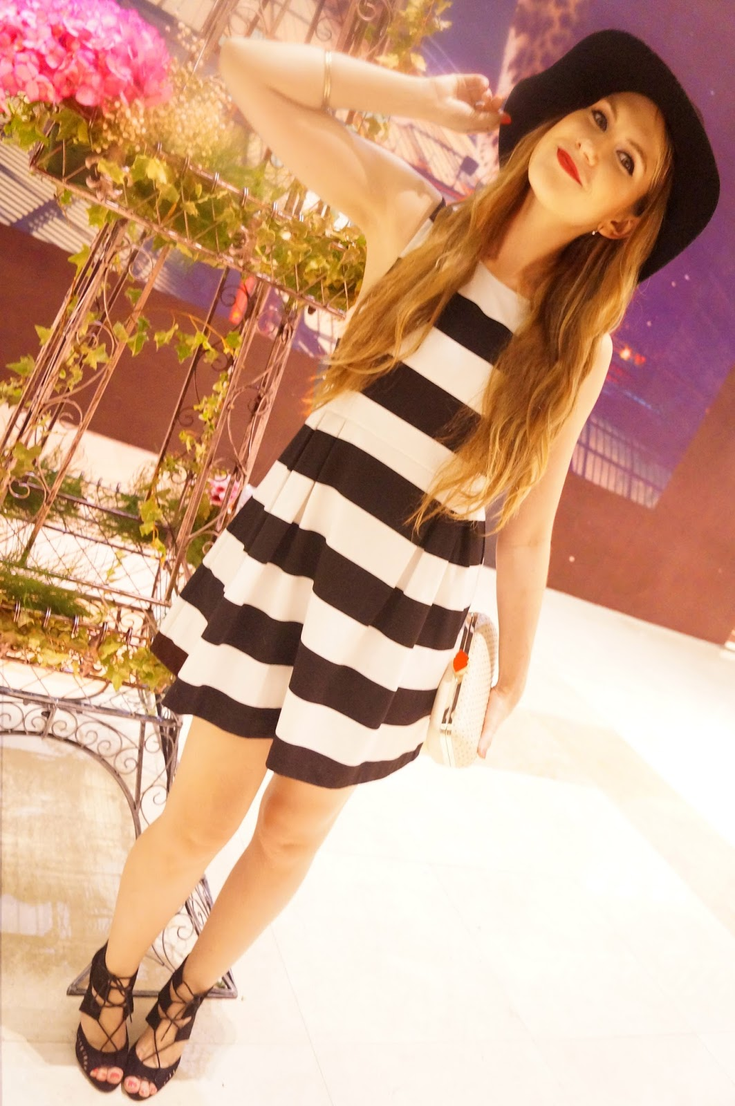 Click through to see 3 other ways to wear this chic floppy hat!
