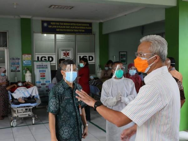Bahaya! Ganjar Temukan Pasien Corona Telantar di Luar IGD RSUD Jepara