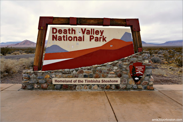 Cartel de Entrada al Death Valley en California