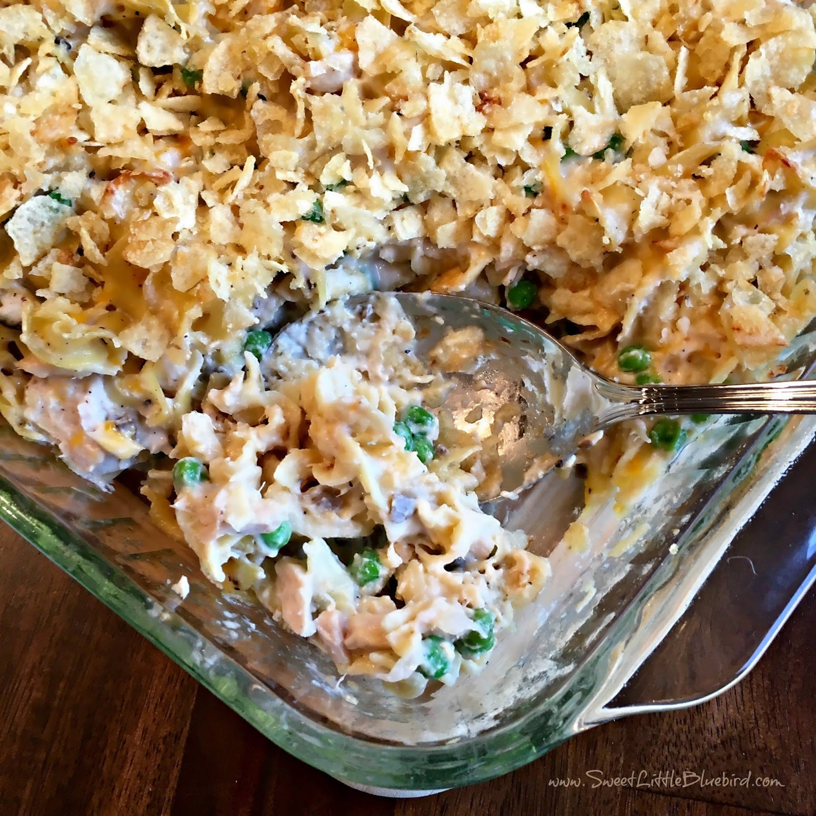 Old Fashioned Tuna Casserole With Potato Chips