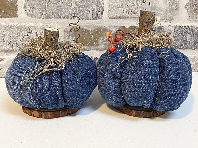 denim pumpkins with wood slice bases