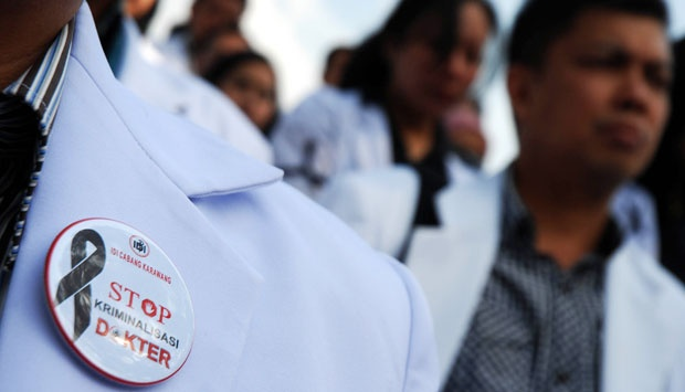 """""""Ada Pendukung Jokowi yang Maksa Seorang Dokter Ngaku Sebagai Perawat Karena Gaji Rp 100 Ribu"""""""