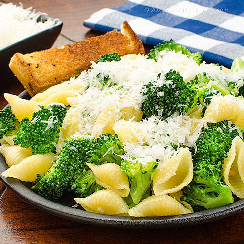 Pasta with Broccoli and Garlic