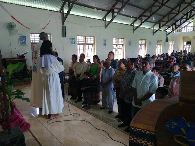 Lamalota Rayakan Ulang Tahun Pernikahan Saat Pesta Keluarga Kudus Nazaret