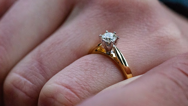 engagement ring Photo by Simon John-McHaffie on Unsplash