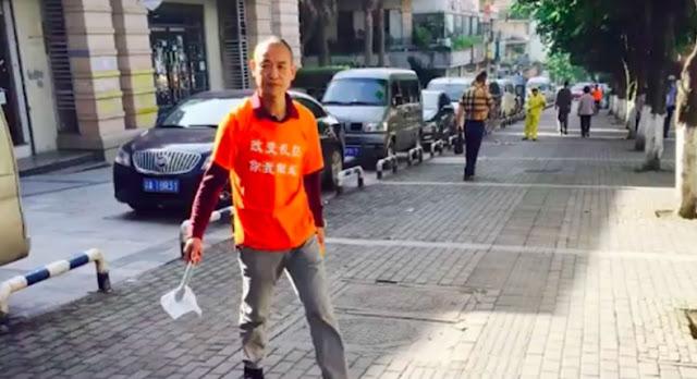 Incontra il milionario che pulisce le strade della città