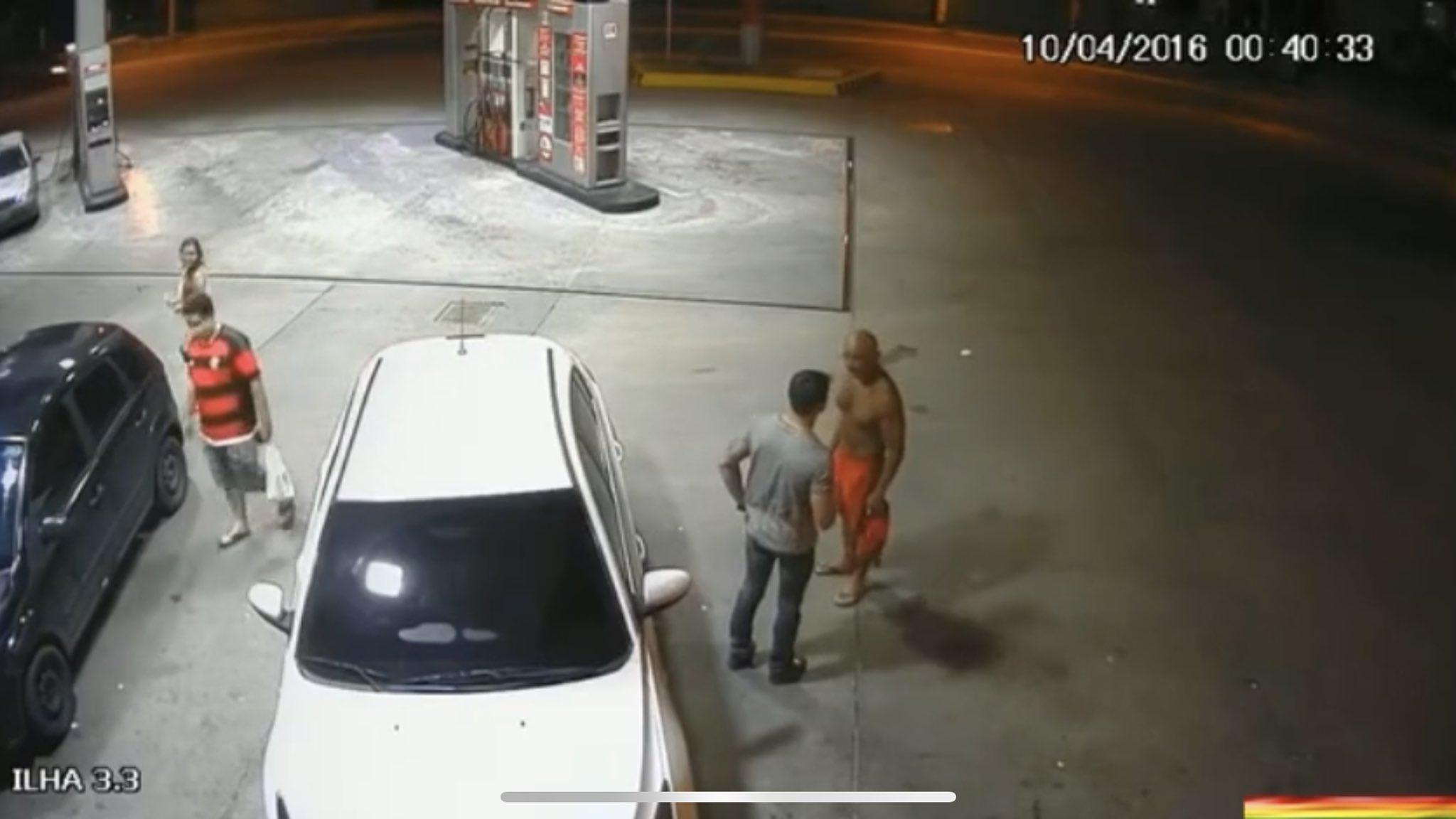 sexo en la estación de gasolina