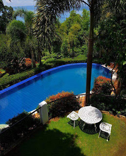 The pool at Villas