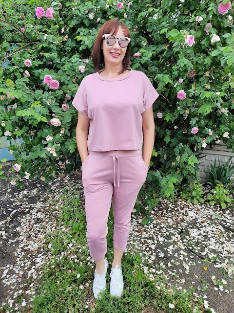 https://femmeluxefinery.co.uk/products/rose-short-sleeve-boxy-loungewear-set-lacy