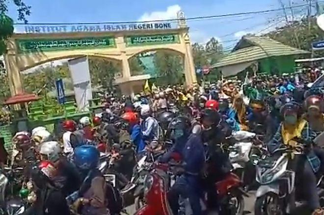 Lagi, Ratusan Mahasiswa Gelar Demonstrasi di DPRD Bone, Ini Tuntutannya