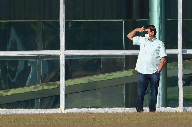 Bolsonaro lamenta os 100 mil mortos