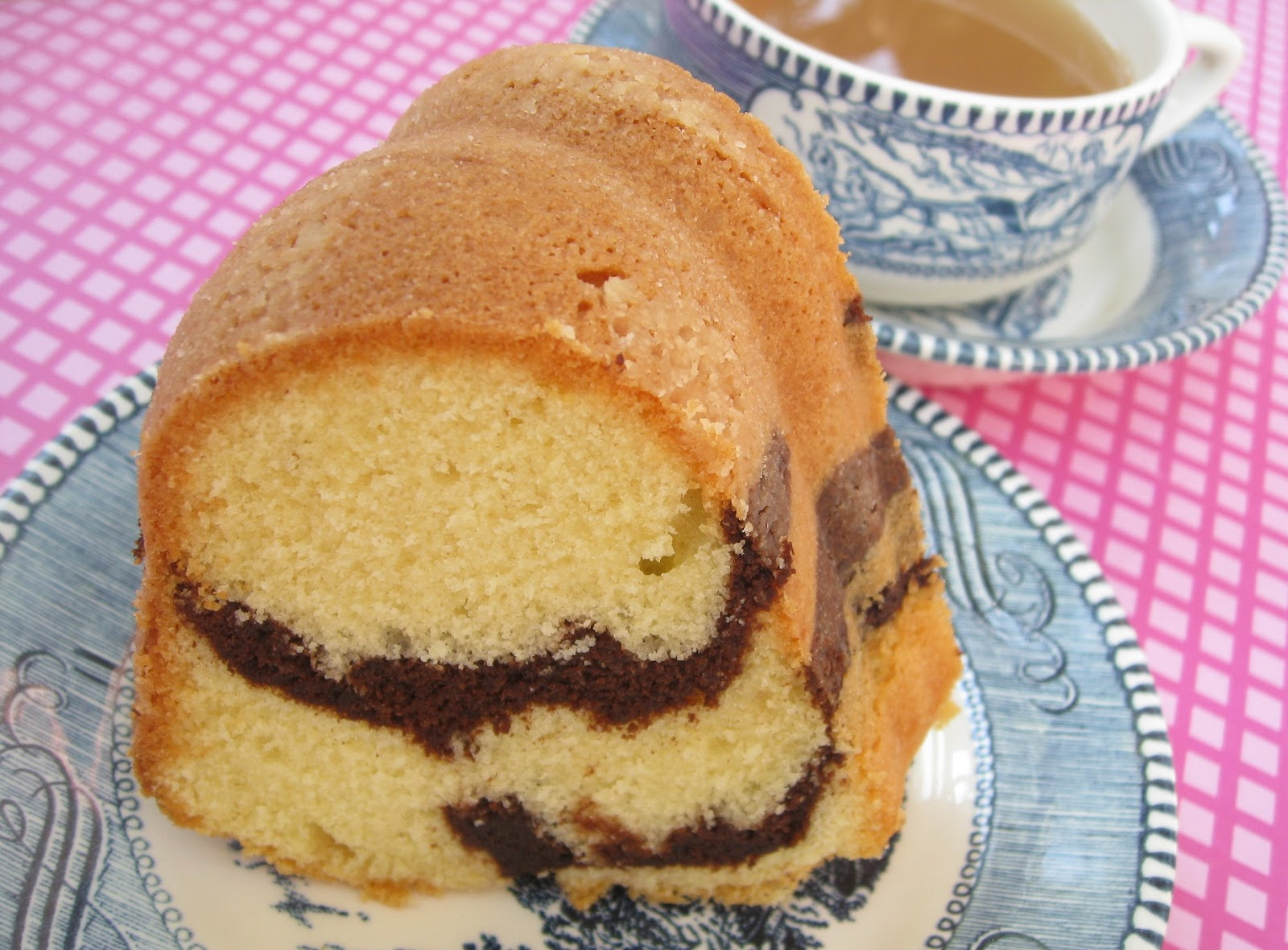 Bundt Cake Keeper Sterilite Target