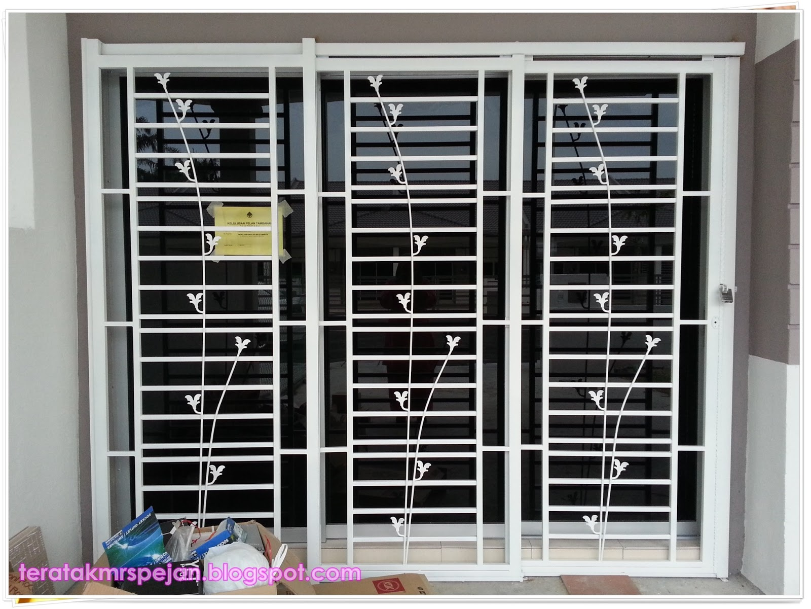 grill design for sliding door  | 2361 x 1565