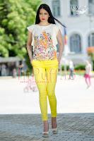 Bluza crem cu imprimeu floral multicolor