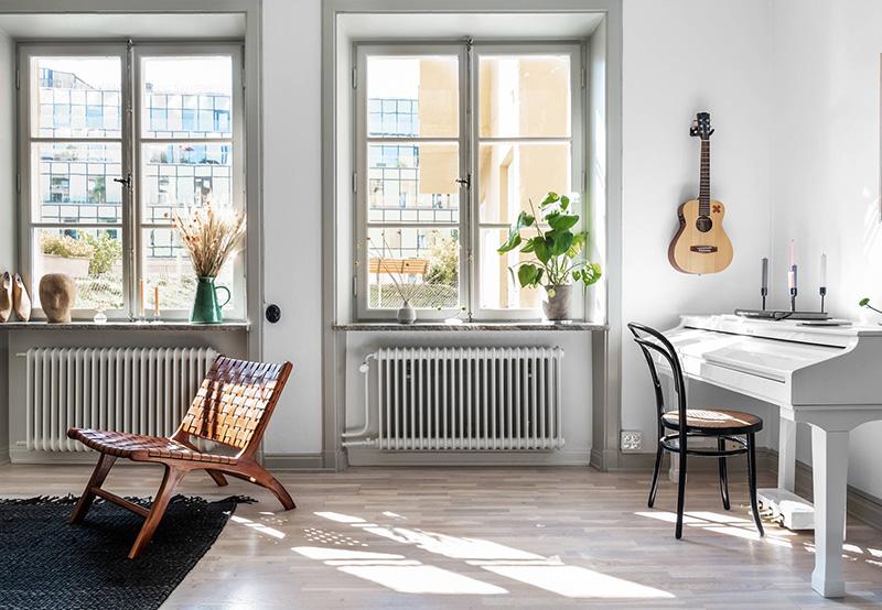 Stile nordico e verde salvia per l'appartamento da affittare