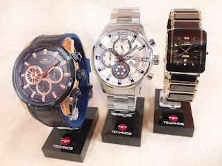 メタルブレスの腕時計