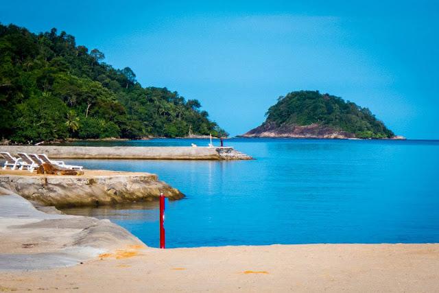ตราดเป็นจังหวัดที่มีชื่อเสียง มี หมู่เกาะ น้ำตก ชายหาดอีกมากให้ได้พักผ่อน
