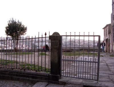 portão de entrada do Miradouro da Vitória no Porto