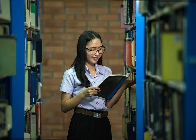 नारी शिक्षा में महान औरतों का हाथ | Essay On Woman Education in hindi