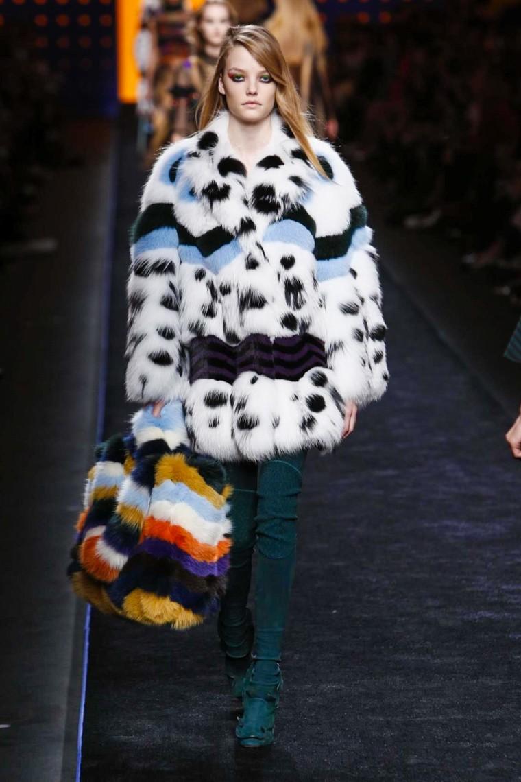 fendi-fall-winter-2016-2017-collection-milan-fashion-week, fendi-fall-winter-2016-2017, fendi-fall-winter-2016, fendi-fall-winter-2017, fendi-fall-2016, fendi-fall-2017, fendi-fall-winter-kendall-jenner, fendi-kendall-jenner, du-dessin-aux-podiums-dudessinauxpodiums, kendall-jenner-first-face-fendi