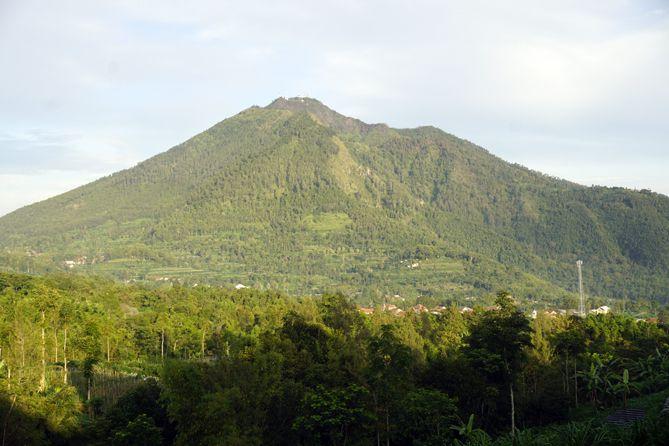 Gunung Telomoyo dari kejauhan