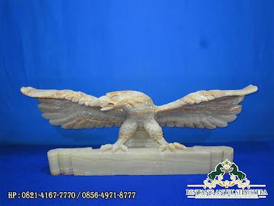 Patung Rajawali Papan Nama | Papan Nama Meja Onyx