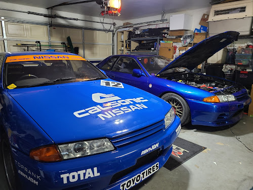 Two bluecars : Calsonic Livery and #bluecar tv2 R32 GT-R