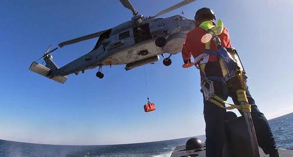 transferencia de carga ligera submarino-helicóptero