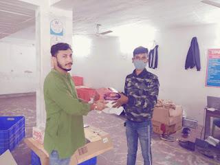 खुशियां बांटने से ख़ुशी मिलती है : शिवम सिंह  | #NayaSaberaNetwork